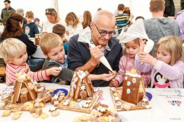 チョコじゃないお菓子も人気!スイス・フグ社でお菓子の家づくり