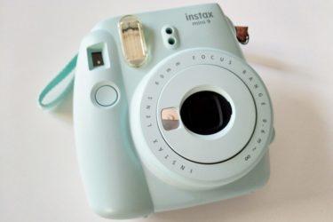 スイスのティーンにも根強い人気!インスタントカメラ・チェキ ( Instax mini )