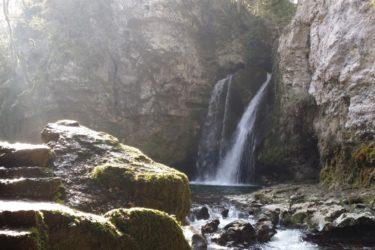 ローザンヌから1時間、まるで秘境!?ラ・ティン・ドゥ・コンフロン滝