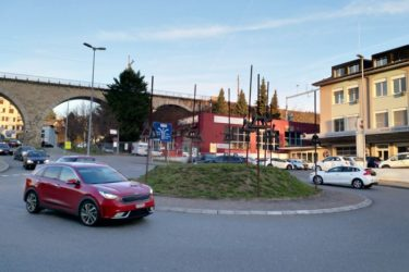 スイスで車を運転するなら知っておきたい、ラウンドアバウトの掟! ( Roundabout )