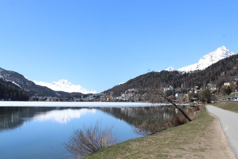 サンモリッツの雪山・湖