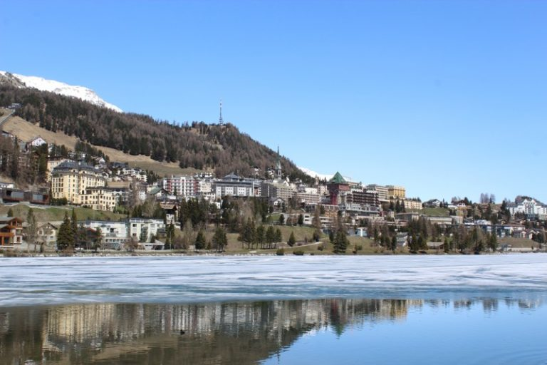 サンモリッツの凍り付く湖