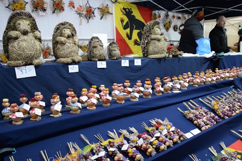 ベルンの一大イベント、「玉ねぎ市」 ( Zibelemärit, Bern ) 陳列棚