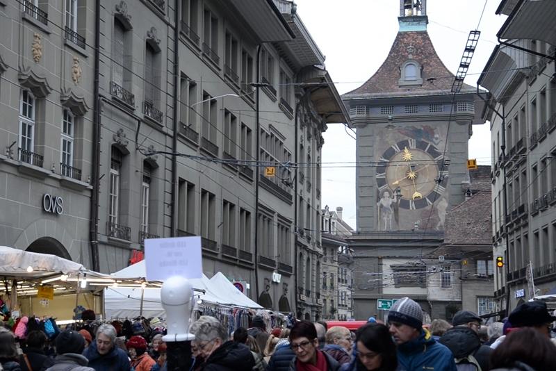 ベルンの一大イベント、「玉ねぎ市」 ( Zibelemärit, Bern ) 時計塔