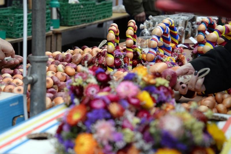 ベルンの一大イベント、「玉ねぎ市」 ( Zibelemärit, Bern ) 飾り物