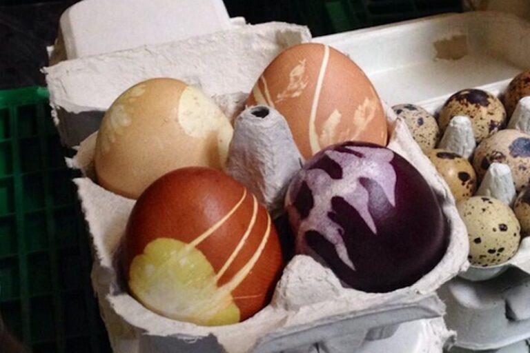 スイスのマーケットで販売されているイースターエッグ